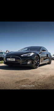 Czarna Tesla Model S P85+ 2018